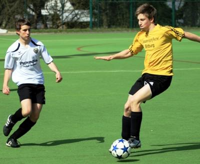 fussball spiel spielen
