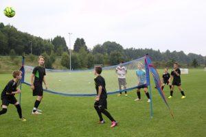Fußballtennis macht Spaß und schult die Technik